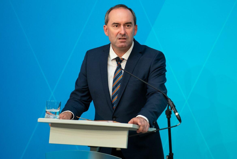 Bayerns Wirtschaftsminister für 15.000 EM-Fans in München