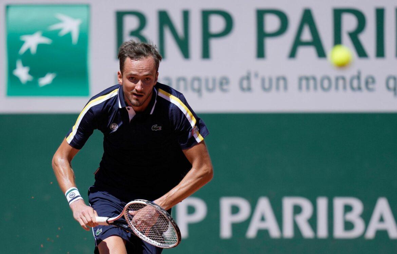 Russe Medwedew bei French Open in Runde drei