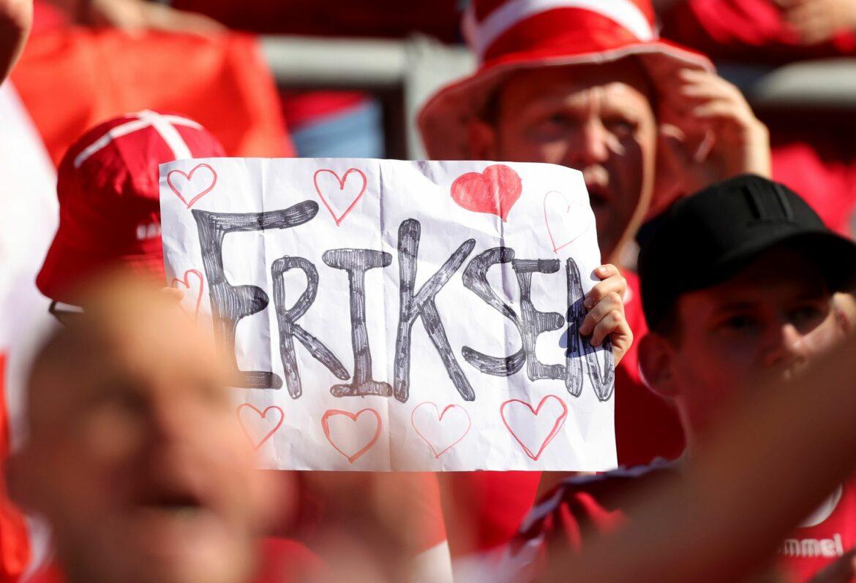 Zu Ehren Eriksens: Dänemark gegen Belgien kurz unterbrochen