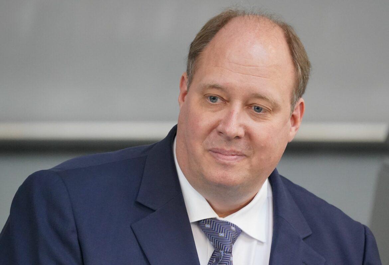 Kanzleramtschef Braun rät Fans von Reise nach London ab