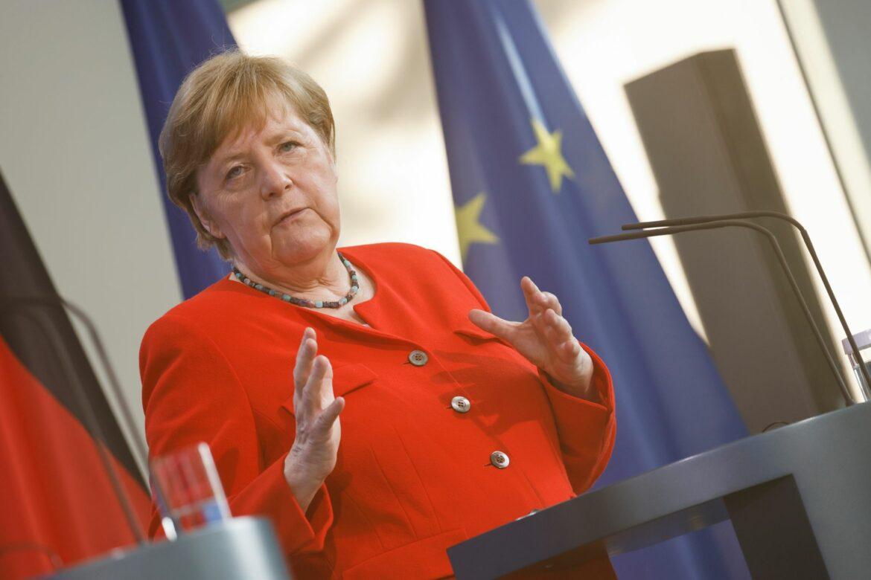 Merkel mahnt zur Vorsicht bei Fußball-EM