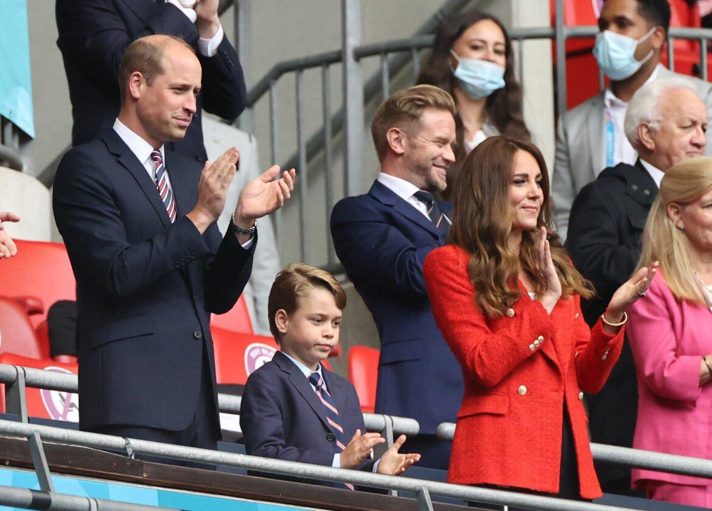 Prinz William verfolgt Klassiker mit Familie im Stadion