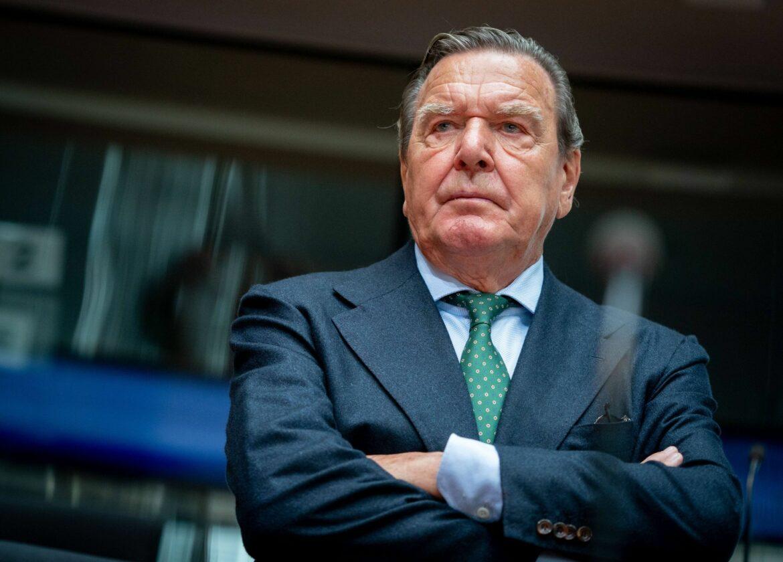 Altkanzler Schröder wirft UEFA «pure Geldmacherei» vor