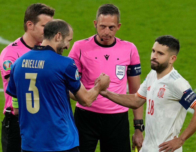 Chiellini, Alba und Verwirrung um die Seitenwahl: «Lügner!»
