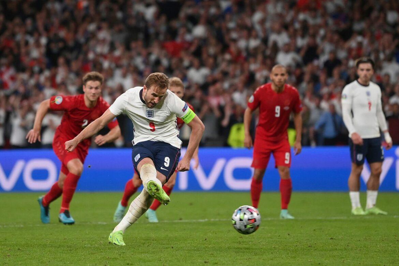 Elfmeterpfiff spaltet die Fußball-Welt