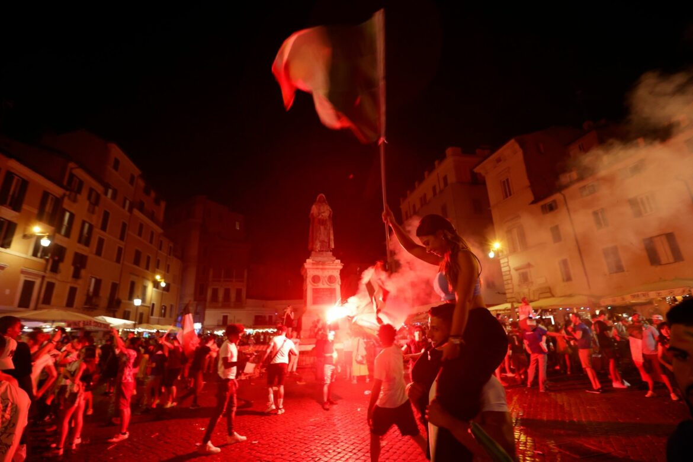 Italien im Titel-Rausch: Fahnen, Freude, aber auch Verletzte