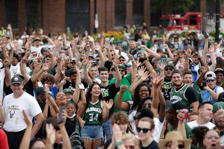Tausende Fans feiern die Meisterschaft der Bucks
