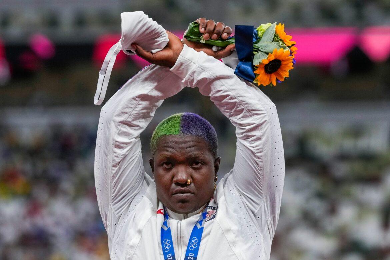 Geste von Saunders bei Siegerehrung:IOC prüft Sanktionen