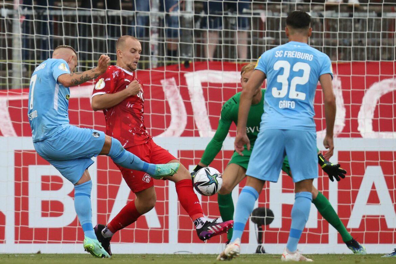 Freiburg müht sich zum 1:0-Erfolg inWürzburg