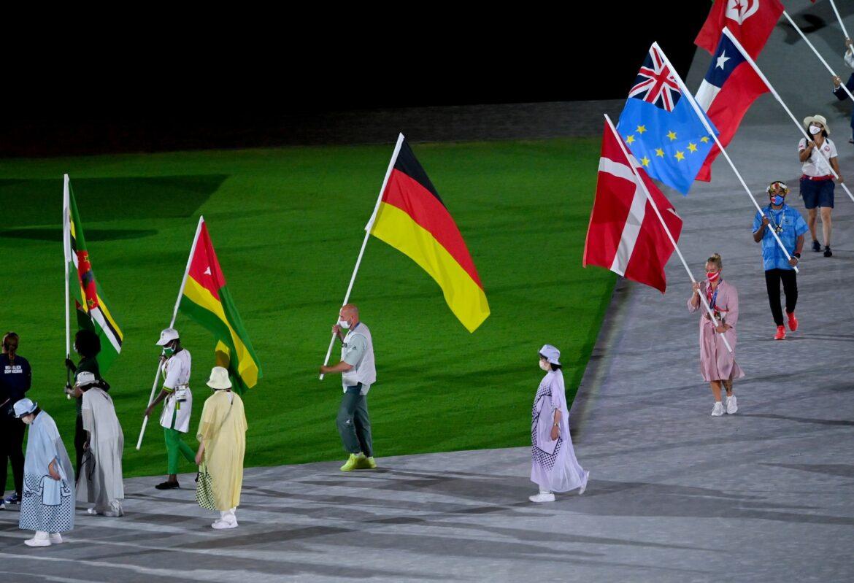 Olympioniken fahren heim – Japans Regierung in der Kritik