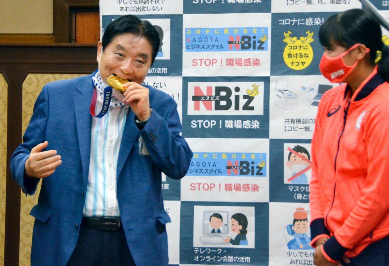 Japanerin bekommt nach Bürgermeister-Biss neue Gold-Medaille