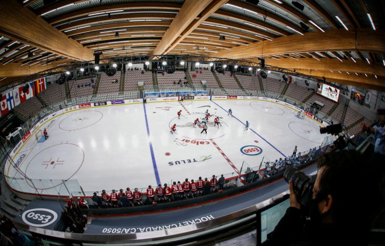 Sieg zum WM-Start: Eishockey-Frauen gewinnen gegen Ungarn