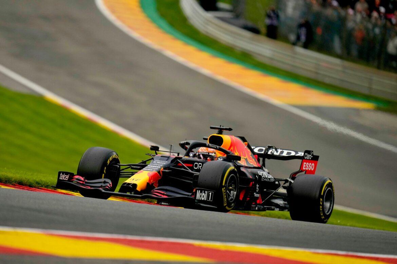 Verstappen nach Spa-Bestzeit mit Unfall – Hamilton lauert