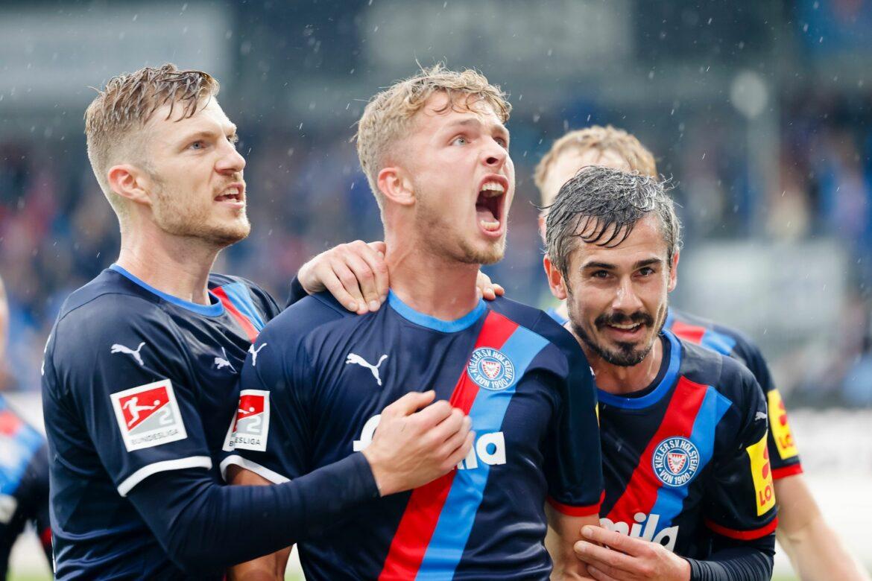 Holstein Kiel gelingt gegen Aue der erste Saisonsieg