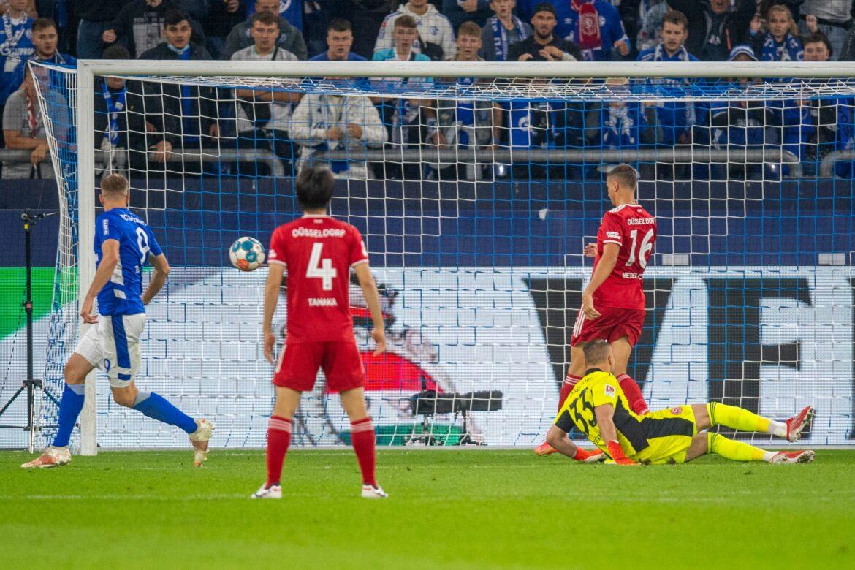 3:1 gegen Fortuna – Erster Schalker Heimsieg hilft Grammozis