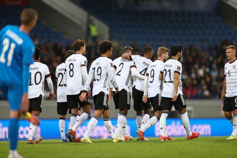 Flick erfüllt Neun-Punkte-Plan: DFB-Elf siegt auf Island