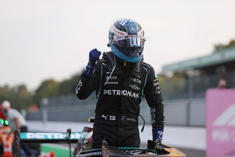 Bottas schnappt Hamilton Platz eins für Monza-Sprint weg