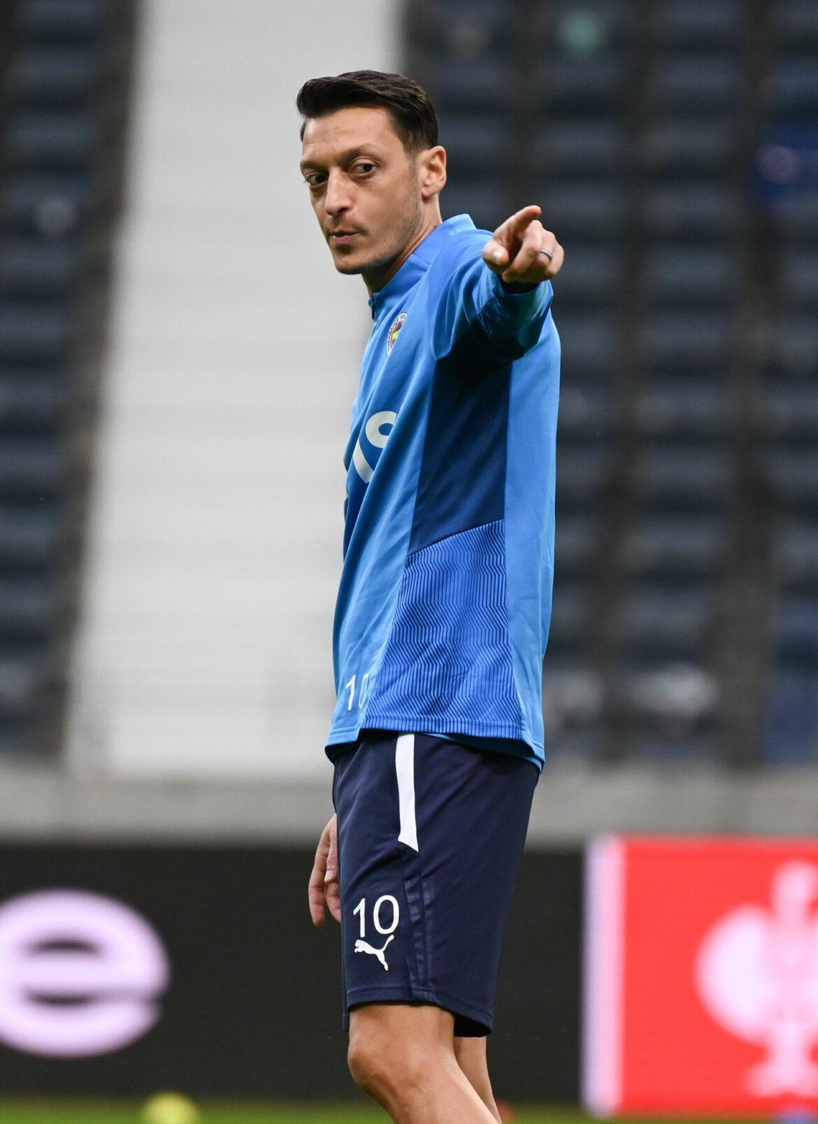 Özil startet für Fenerbahce – Kostic beiFrankfurt