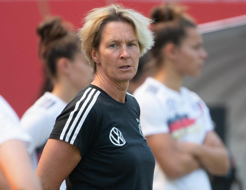 Nationalspielerinnen pauken für den ersten Trainerschein