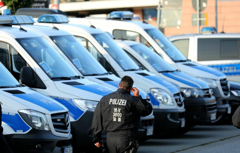 Fan-Ausschreitungen in Rostock: Vier Polizisten verletzt