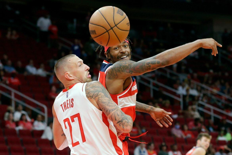 Theis gewinnt Debüt-Partie im Trikot der Houston Rockets