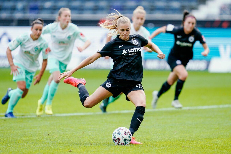 Eintracht Frankfurt verlängert mitStürmerin Freigang